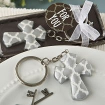 Silver Cross key chain with a Hampton link design from fashioncraft